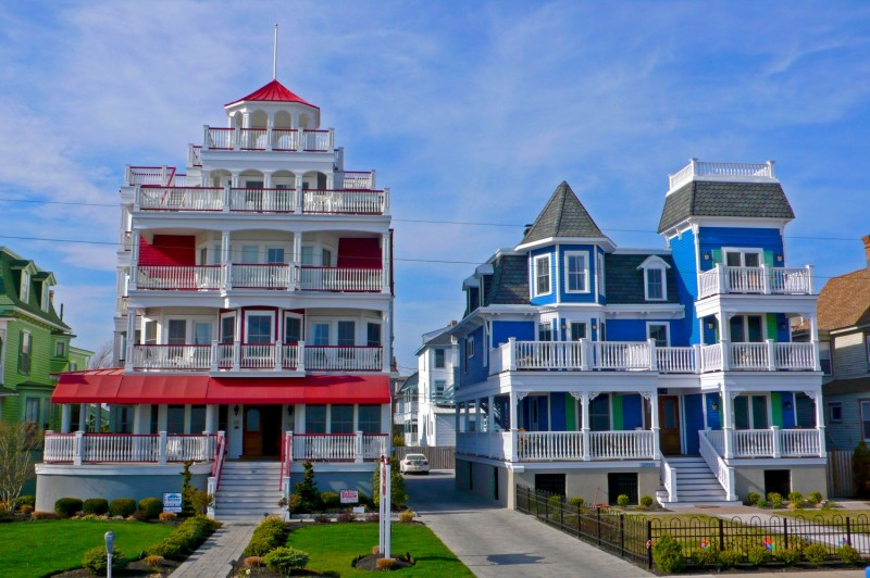 architecture-delightful-red-white-blue-victorian-style-house-design-luxurious-old-victorian-style-home-designs-ideas-old-victorian-house-image-old-victorian-house-plans-vintage-victorian-homes-800x532